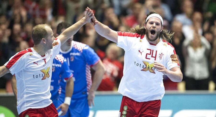Mikkel Hansen har netop scoret i aftenens OL-kvalifikationskamp mod Kroatien.