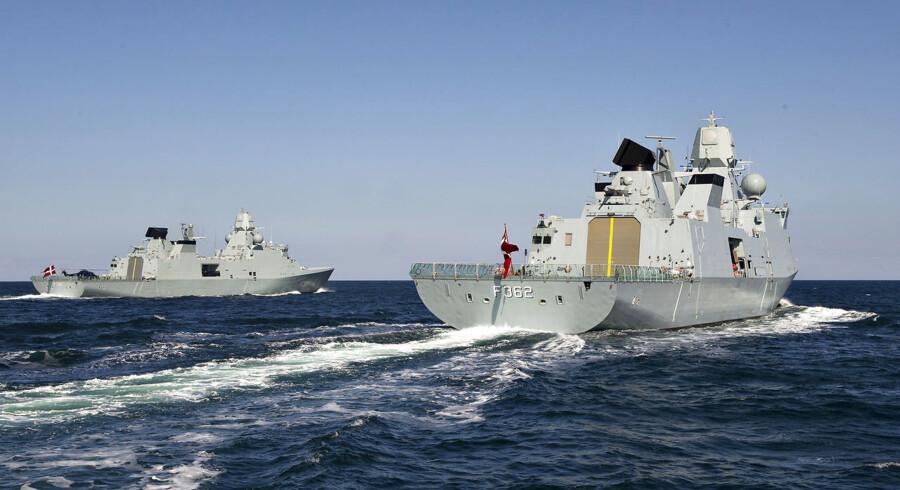 Søværnets tre nye fregatter øvede i går formationssejlads for Sjællands Odde.