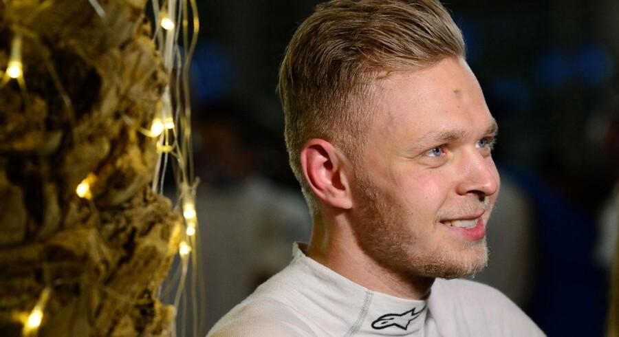 Efter at have startet bagest fra pitlane i Renault-raceren kørte Magnussen sig op på en 11.-plads i sæsonens andet løb.