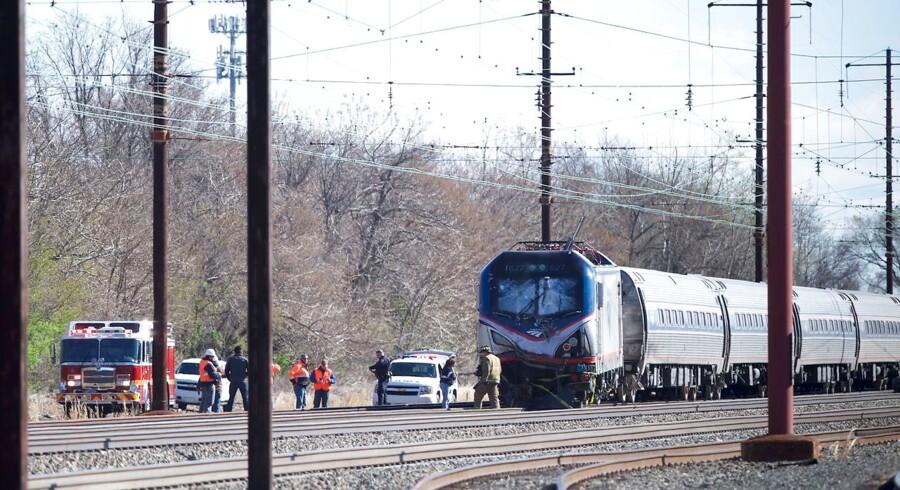 Ifølge selskabet Amtrak, der driver den amerikanske jernbane, var toget på vej fra New York til Savannah i Georgia, da det ramte en rendegraver på sporet lige syd for Philadelphia.