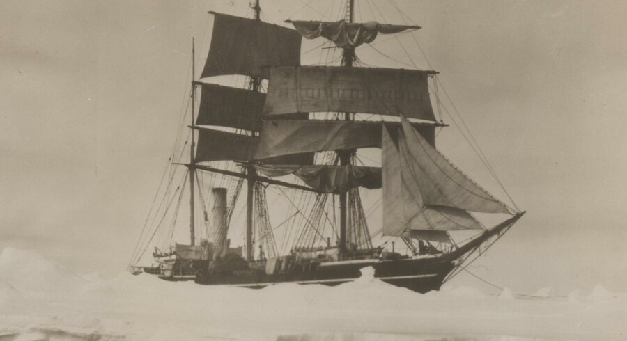 Polarskibet Terra Nova fotograferet i 1910 ud for Antarktis.