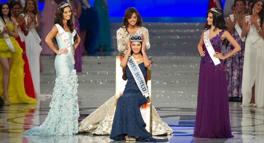 Miss World 2012 blev Yu Wenxia fra værtslandet Kina, der her får sat kronen på hovedet af Miss World 2011, Ivian Sarcos fra Venezuela. På andenpladsen kom Miss Wales Sophie Moulds (tv.) og tredjepladsen tilfaldt Miss Australien Jessica Kahawaty (th.).