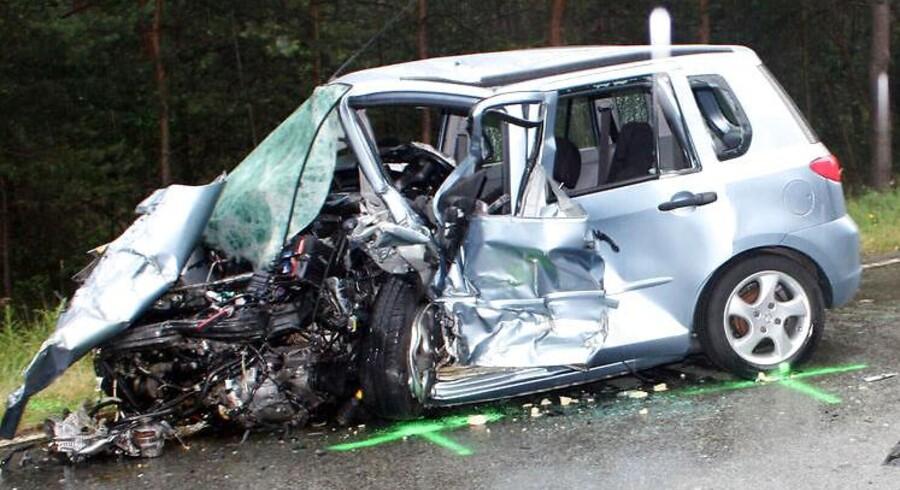 Arkivfoto: Vraget af en bil efter en dødsulykke i nærheden af Magdeburg i Tyskland.