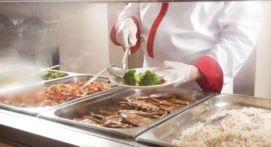Du er afdelingsleder i en stor finansiel virksomhed med 300 medarbejdere. Hver dag bliver der disket op med en lækker frokostbuffet ligesom en frugtordning sikrer, at der er frisk frugt til alle.