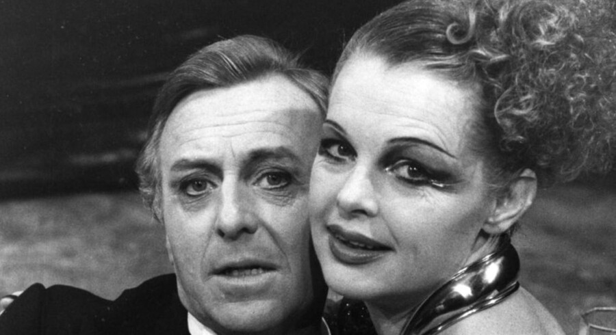 """Henning Moritzen og Ghita Nørby i skuespillet """"Gudernes aften """". De to har spillet og grinet sammen i årtier."""