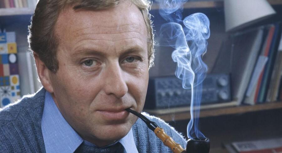 Den 84-årige skuespiller Henning Moritzen er død. Her fotograferet med pibe i 1971.