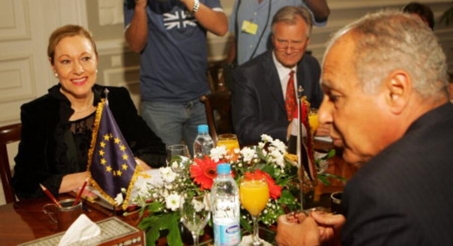 EUs udenrigskommissær Benita Ferrero-Waldner under besøget i Egypten, hvor hun blandt andet mødtes med den egyptiske udenrigsminister Ahmad Abul Gheit. Foto: Khaled Desouki/AFP