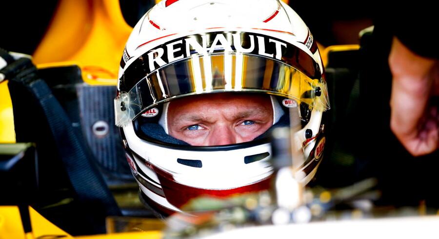 Racerkøreren Kevin Magnussen fik ikke mange omgange på Formel 1-banen i Melbourne, da han fredag kørte ud på sin første to træninger forud for det australske grandprix.