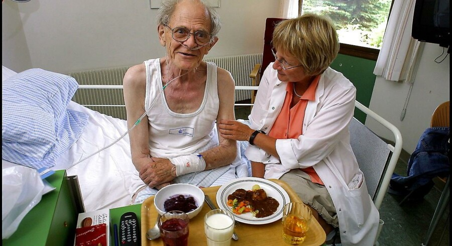 Småtspisende patienter siger, at de ikke er sultne. Men når de får tilbudt konkrete retter, eller en såkaldt måltidsvært spørger ind til deres ønsker, så kan man alligevel få dem til at spise noget. På Skagen Sygehus sidder patient Asger Bruun Moeller og diætist Birte Grønfeldt med sørger for veltilberedt mad.