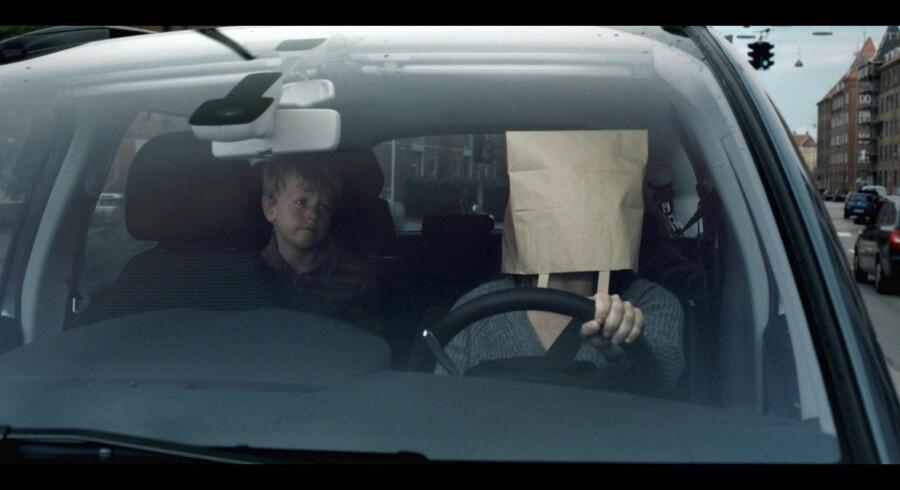 Billedet er fra Rådet for Sikker Trafiks kampagne 'Kør bil, når du kører bil'.