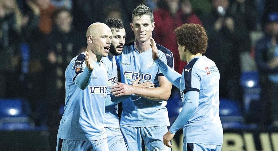 Randers FCs Mikael Ishak har scoret til 4-1, her med Christian Keller (til venstre) og Jonas Borring.
