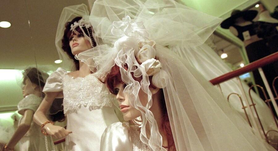 Lilly, som er kendt for at lave brudekjoler, kæmper med blodrøde tal på bundlinjen.