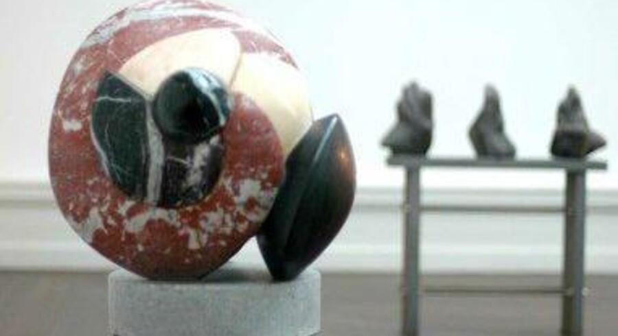 »Portoro« hedder denne skulptur fra Erik Varmings polykrome periode, hvor han arbejdede med at sammensætte forskelligt farvede sten. Nu viser det nye kunstmuseum i Sorø en udstilling om hans værk. Portoro er blandt andet navnet på en stenart.