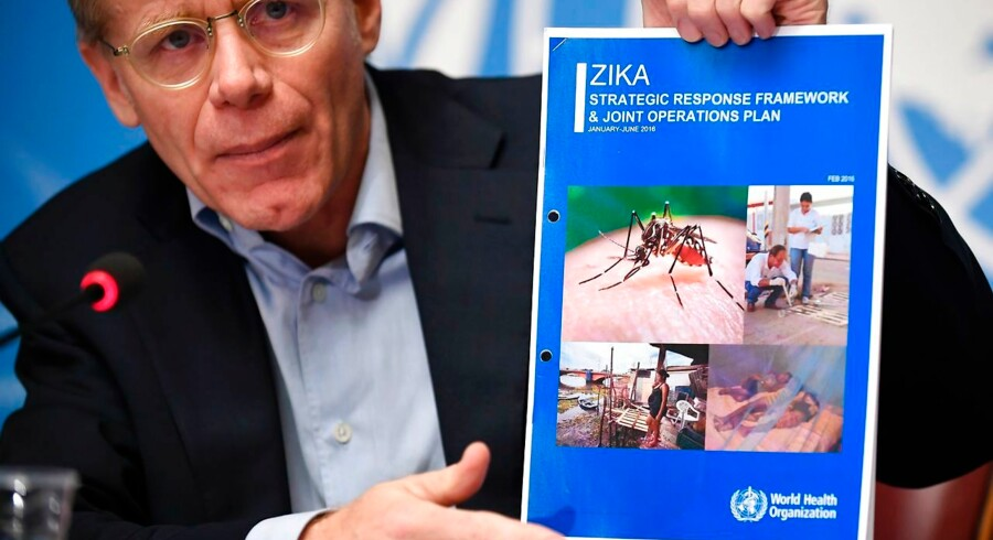 World Health Organization (WHO) Executive Director of the Outbreak and Health Emergencies Cluster Bruce Aylward holds a document on the Zika virus during a press briefing in Geneva on February 19, 2016. The disease, carried by the Aedes aegypti mosquito, has spread to 34 countries, most of them in the Americas and the Caribbean. / AFP / FABRICE COFFRINI