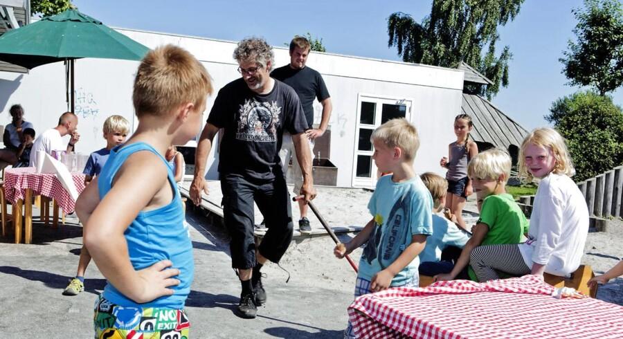 I Dragør Kommune har hvor de har nedbragt sygefraværet på det pædagogiske område. Chris Christensen har været sygemeldt med stressog er nu tilbage i job.