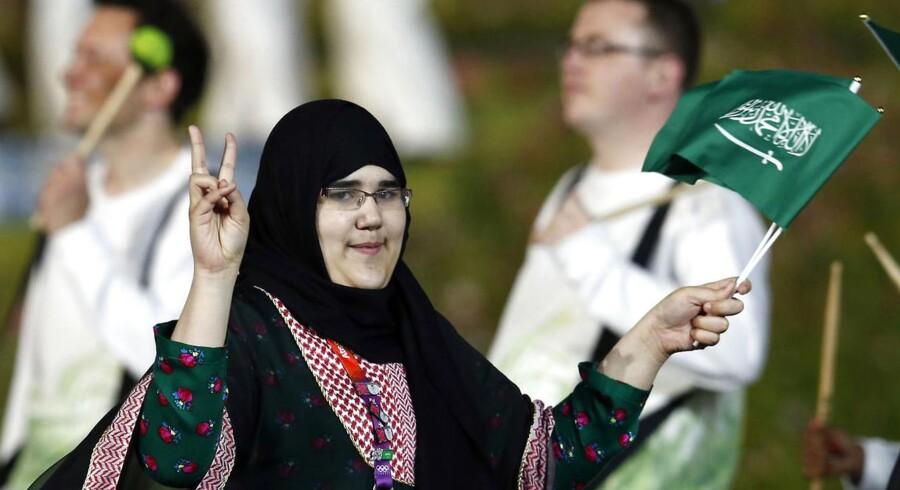 Wojdan Ali Seraj Abdulrahim Shaherkani kastede et peace-håndtegn, da hun gik med den saudiske delegation til OL's åbning.