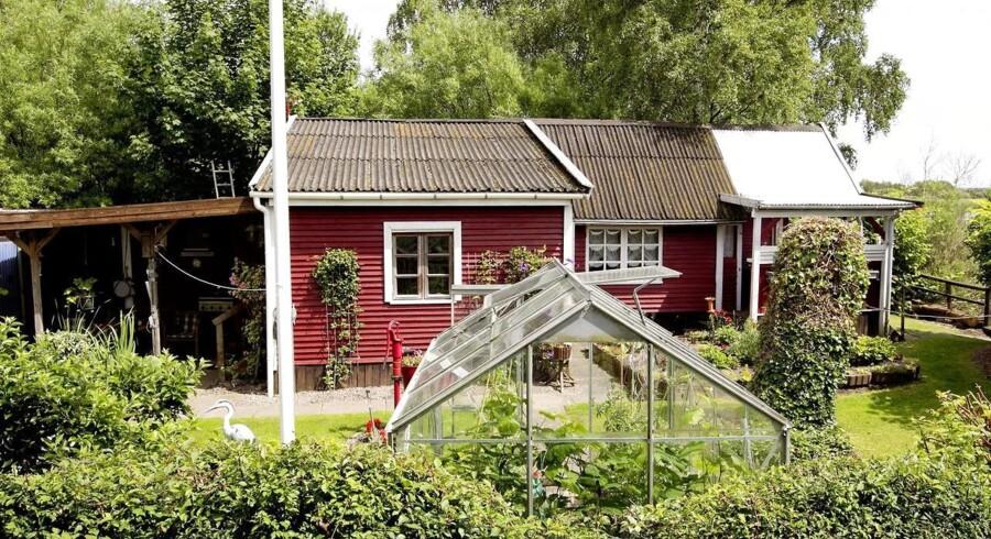 ARKIVFOTO. Drop boligdrømmen og køb en kolonihave eller et lille sommerhus i stedet, lyder rådet fra en privatøkonomisk rådgiver til de mange danske par, der tjener under 700.000 om året.