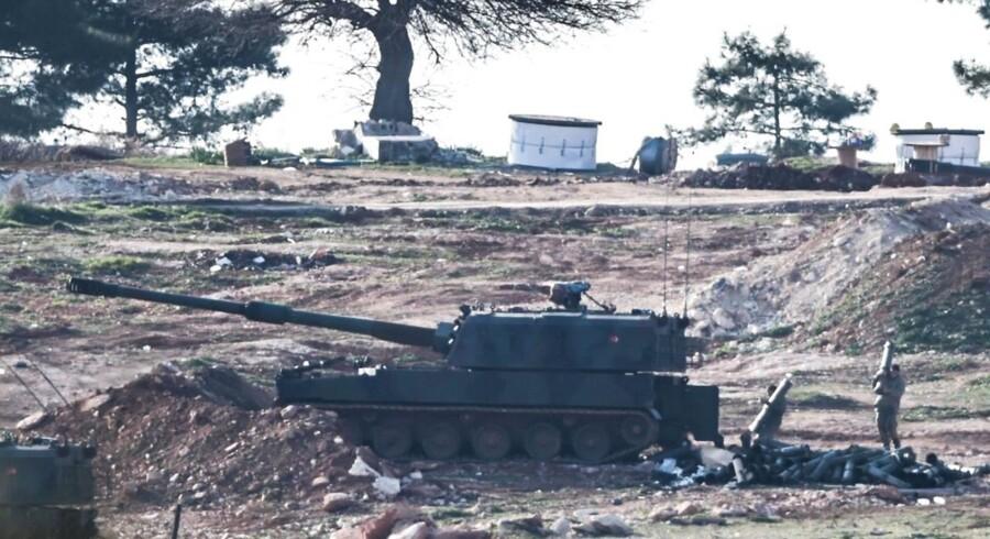 Hvis Saudi-Arabien og Tyrkiet ikke blander sig aktivt i Syrien, bliver de nødt til at erkende, at deres allierede har tabt krigen. Hvis de blander sig, løber de risikoen for en dramatisk eskalering.
