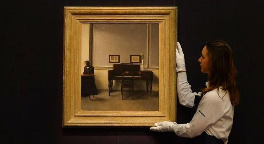 Vilhelm Hammershøis »Ida i interiør med piano« er at af de mange store kunstværker, der er blevet solgt hos auktionshuset Sotheby's - en stor investor kritiserer direktøren, blandt andet for at satse for lidt på moderne kunst.