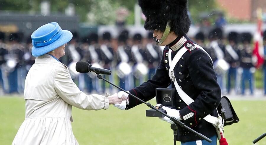 Dronning Margrethe overværede fredag 29. juni 2012 Livgardens parade på Rosenborg Slot, hvor Dronningen overrakte et ur til Garder Henrik Lomholt Kleistrup, der af vagtkompagniet er udvalgt som tjenesteperiodens bedste garder.