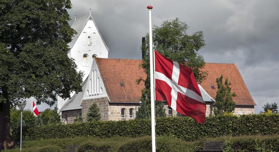 Bisættelsen af de tre søstre, som døde i høballe-ulykken i Hee, foregår i dag i Skjern