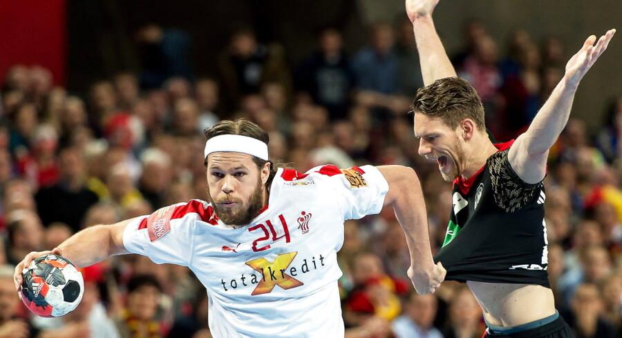 Mikkel Hansen og holdkammeraterne på det danske håndboldlandshold skal slå Østrig over to kampe for at kvalificere sig til næste års VM i Frankrig.