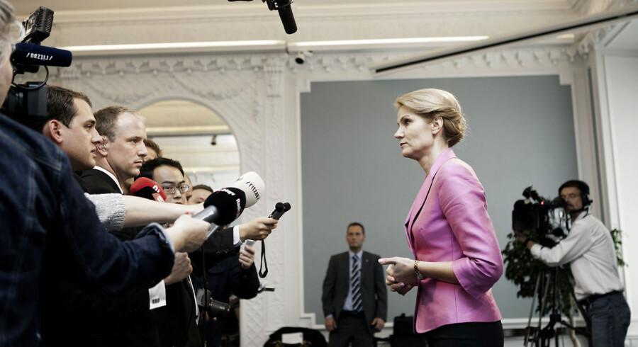 Statsminister Helle Thorning-Schmidt holdt et stående pressemøde efter at have taget afsked med præsident Hu Jintao. Han havde ikke lyst til at møde pressen.