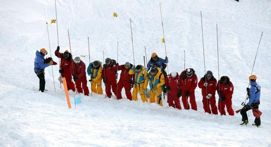 Redningsmandskab i arbejde efter lavinene nær Deux Alpes.