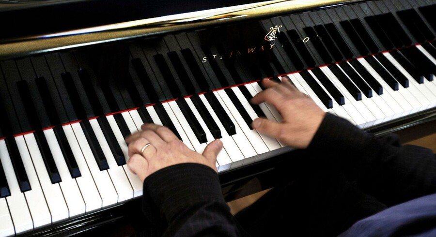 Steinway's grundlægger garanterer, at selvom virksomheden bliver solgt, så vil de stadig producere deres klaverer i hånden.