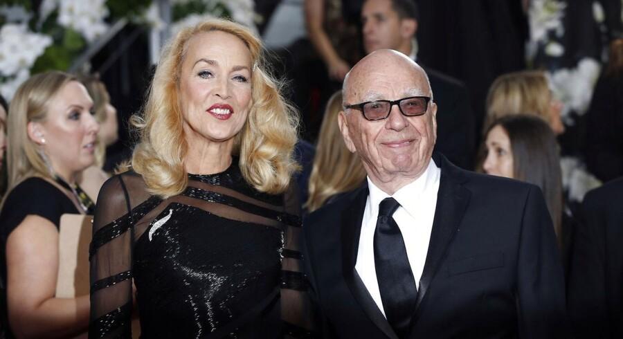 Mediemogulen Rupert Murdoch har fundet sig en yngre supermodel i form rockstjernen Mick Jaggers eks, 69-årige Jerry Hall.
