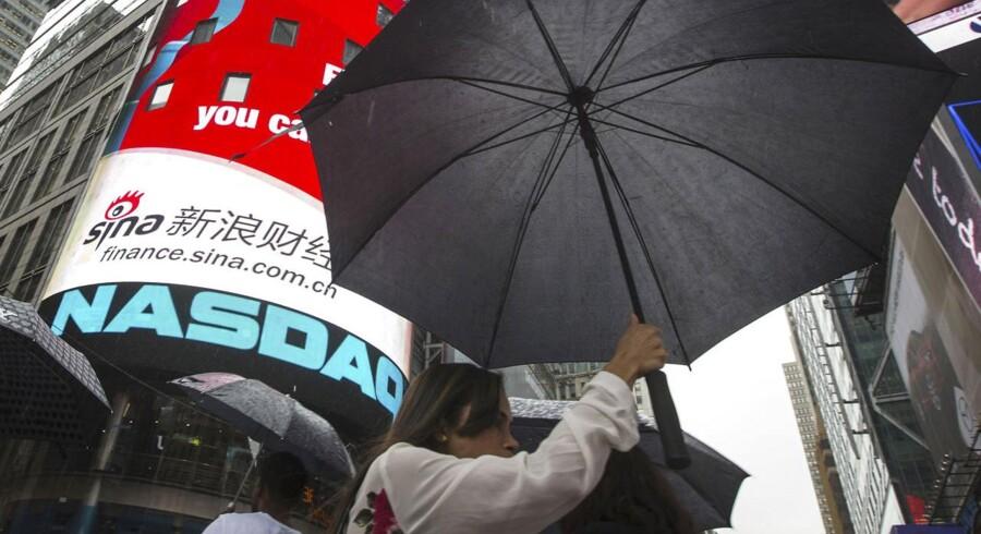 Nasdaq-børsen gik torsdag i sort på en regnvåd New York-dag. Computerproblemer var årsag til de tre timer lange handelspause.