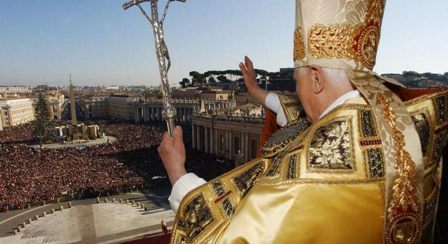 Pave Benedict XVIs udtaler blandt andet, at legalisering af homoseksuelle ægteskaber vil blåstemple det, som kirken mener, er afvigende adfærd.