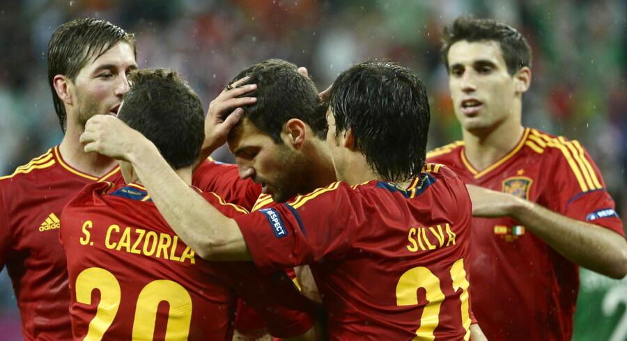 epa03265604 Cesc Fabregas of Spain (C) celebrates with teammates after scoring the 4-0 during the Group C preliminary round match of the UEFA EURO 2012 between Spain and Ireland in Gdansk, Poland, 14 June 2012. EPA/ EPA/BARTLOMIEJ ZBOROWSKI UEFA Terms and Conditions apply http://www.epa.eu/downloads/UEFA-EURO2012-TCS.pdf