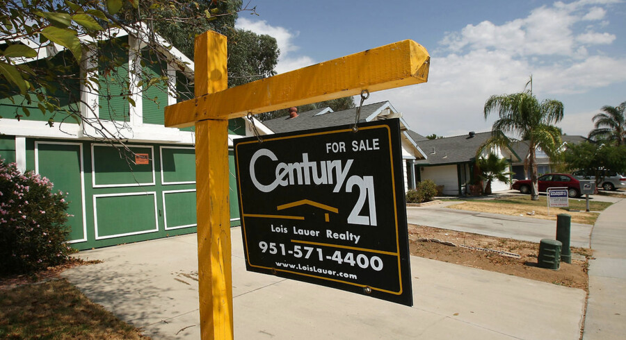 Two vacant homes are for sale on August 25, 2008 in Moreno Valley, California. Sales of existing homes rose 3.1 percent in July as buyers rush to take advantage of plummeting property prices in regions hit hardest by the housing crises. Despite rising sales, the number of unsold properties hit an all-time high in hard-hit places like Moreno Valley in a market slump that could take decades to recover. Nearly 2.8 million U.S. households are expected to face foreclosure, give up their home to their lender, or sell their properties for less than their mortgage value by the end of next year. David McNew/Getty Images/AFP == FOR NEWSPAPERS, INTERNET, TELCOS & TELEVISION USE ONLY ==