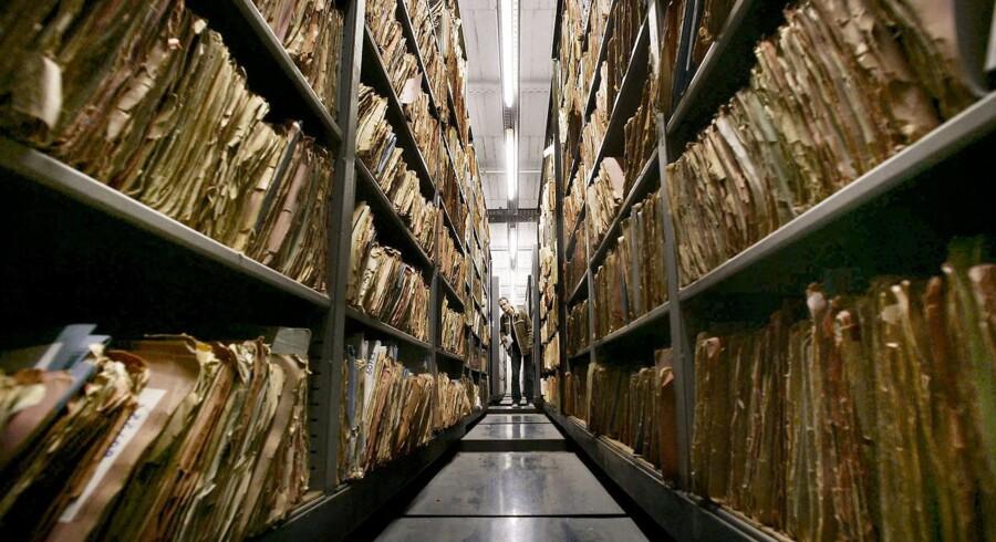 Det vælter ud med hemmeligheder fra det tyske Stasi-arkiv. Nu beskyldes en dansk journalist for at have været storspion. Han afviser beskyldningerne.