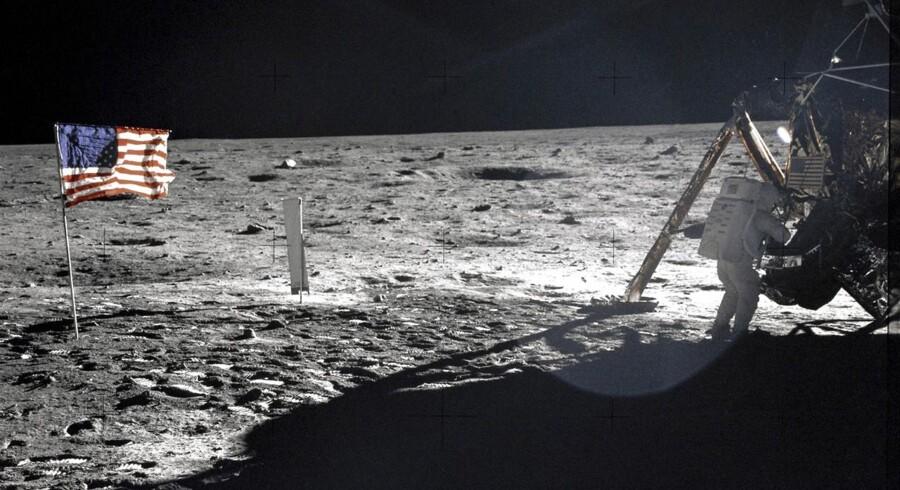 """Neil Armstrong fotograferet på månen 20. juli 1969 ved siden af månelandingsfartøjet """"Eagle"""". Billedet er taget af astronautkollega Buzz Adrin."""