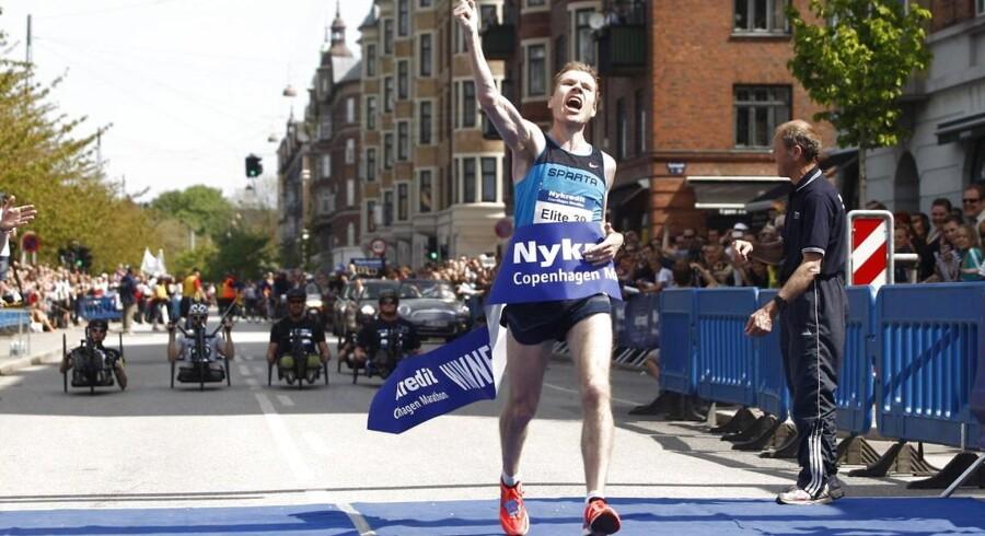 Copenhagen Marathon søndag d.20.maj 2012. Her kommer vinder Martin Parkhøj fra SPARTA i mål med tiden 2:24:49.