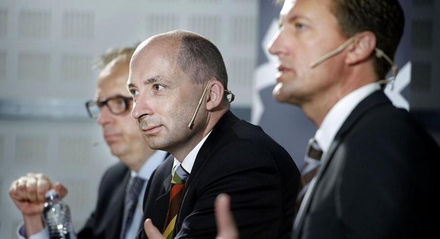 Thomas Hofman-Bang, administerende direktør i NKT (i midten).