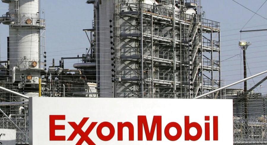 Exxon Mobils resultat pr. aktie er ligesom olieselskabet Shell en skuffelse for analytikerne, og aktien falder 0,9 pct. på førmarkedet.