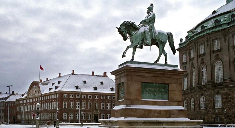 Frederik VII til hest på Christiansborg Slotsplads.