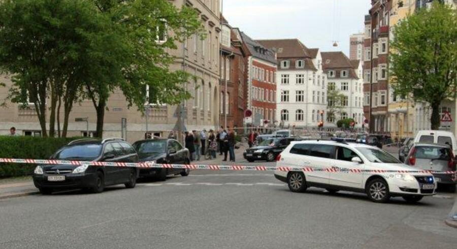 Her på Vodroffsvej blev et møde mellem figurer fra indvandrer-bandemiljøet tilsyneladende angrebet af en rivaliserende gruppe. Mindst 12 skud blev udvekslet, men ingen blev ramt.