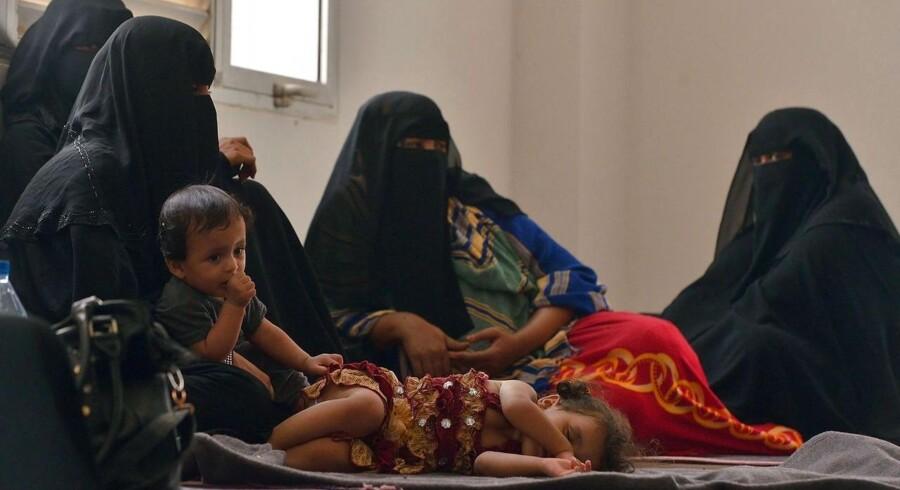 Yeminitiske flygtninge, der har krydset Aden-bugten, har fået ophold i en FN-jlejr i Djibouti.