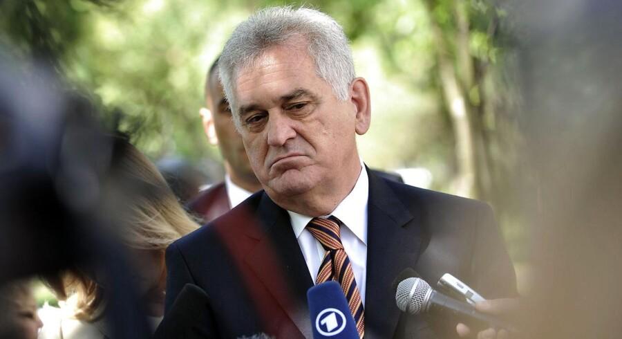 Tomislav Nikolic fra oppositionen i Serbien overvejer at boykotte den afgørende runde af præsidentvalget. Han anklager rivalen for valgsvindel.