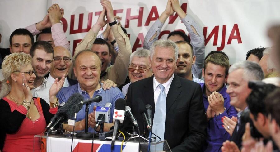 Den nyvalgte serbiske præsident, Tomislav Nikolic efter søndagens valgsejr.