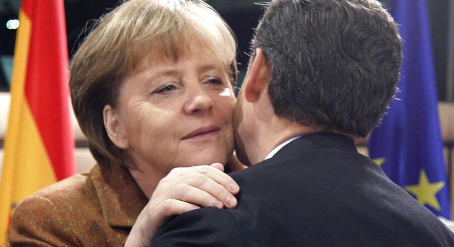Det kan blive ensomt for den tyske forbundskansler Angela Merkel, der med Nicolas Sarkozys nederlag har mistet sin vigtigste EU-politiske partner.