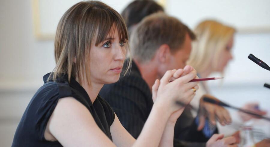 Beskæftigelsesminister Mette Frederiksen er i samråd om private aktører håndtering af sygedagpengesager onsdag d.2.maj 2012 på Christiansborg.