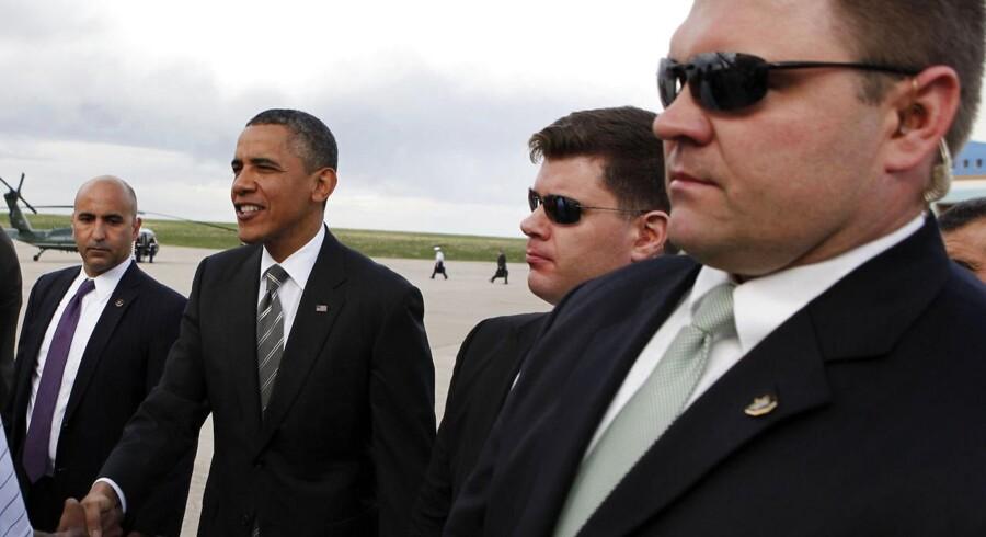 Arkivfoto. Præsident Obama omgivet af Secret Service-sikkerhedsfolk.