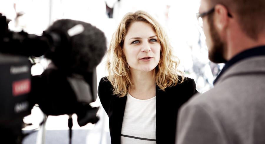 Enhedslistens årsmøde i Korshallen på Nørrebro i København lørdag den 5. maj. Johanne Schmidt-Nielsen svarer på spørgsmål.