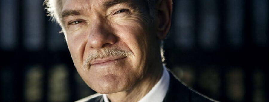 Sydbank mener, at FLS og topchef Jørgen Hunos indtjeningsevne ligger inden for rammerne af forventningerne.