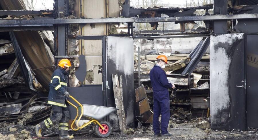 Søndag den 29. april 2012, oprydning i Bazar Vest efter gårdsdagens brand i et bageri
